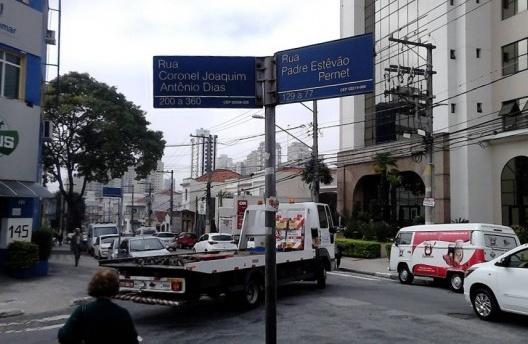 Rua do Padre Perneta, congestionada e cheia de prédios altos em foto atual, Tatuapé, São Paulo, 2017<br />Foto Mauro Ferreira