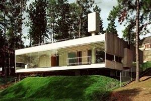 Residência Mariante, em Aldeia da Serra, de Angelo Bucci (2001) [Nelson Kon]