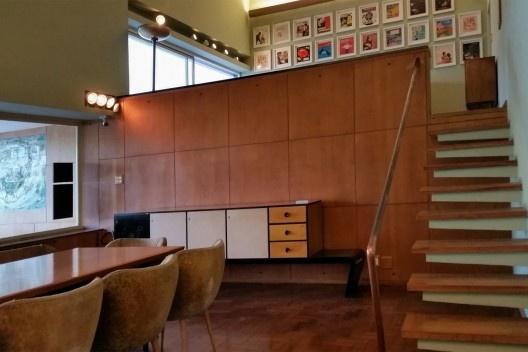 Residência Juscelino Kubistchek, sala e mezanino, Belo Horizonte. Arquiteto Oscar Niemeyer<br />Foto Cêça Guimaraens