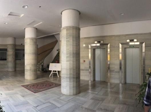 Hall da entrada principal do edifício Rizkallah Jorge, São Paulo, 2016<br />Foto Luiz Fernando de Azevedo Silva