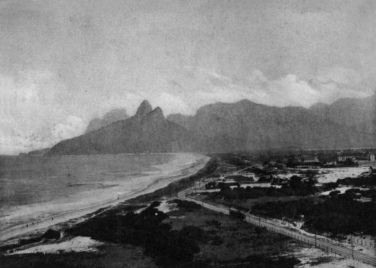 Praias de Ipanema e Copacabana, Rio de Janeiro<br />Foto Marc Ferrez  [Portal Brasiliana Fotográfica / BN]