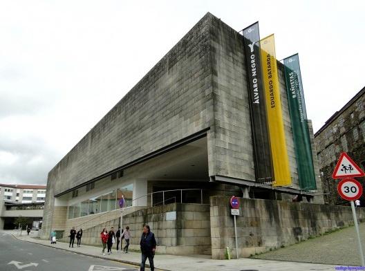 Centro Galego de Arte Contemporânea, Santiago de Compostela, Espanha, 1993. Arquiteto Álvaro Siza<br />Foto Santiago Lopez-Pastor  [Wikimedia Commons]