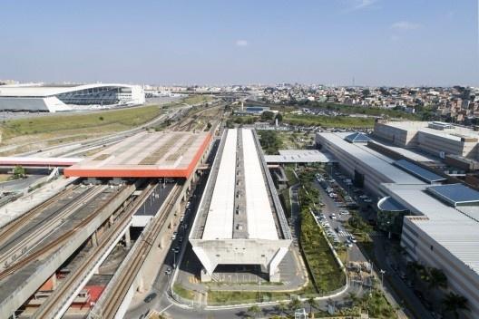 Exposição Paulo Mendes da Rocha & L'Architecture Moderne au Brésil, Poupatempo Itaquera, São Paulo. Arquiteto Paulo Mendes da Rocha e MMBB Arquitetos<br />Foto Martim Passos