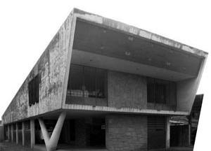 Casa projetada por Augusto Reynaldo, demolida recentemente, localizada na avenida Caxangá [foto da autora]