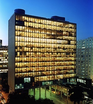 Ministério da Educação e Saúde, atual Palácio Gustavo Capanema, arquiteto Lúcio Costa e equipe, Rio de Janeiro, 1936<br />Foto Nelson Kon