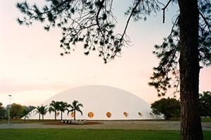 Palácio das Artes, atual Oca, São Paulo, 1954, arquiteto Oscar Niemeyer<br />Foto Nelson Kon