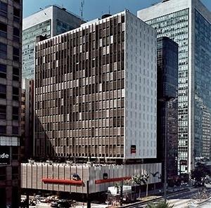 Banco Sulamericano, São Paulo, 1960, arquiteto Rino Levi<br />Foto Nelson Kon