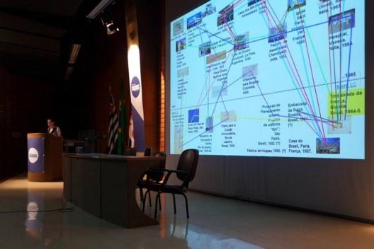 Apresentação de Silvia Raquel Chiarelli, Encontro Núcleo Docomomo-SP 2015<br />Foto André Marques