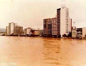Blumenau, cenas de enchentes de 1982 [http://campeche.inf.furb.br]