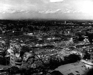 O terremoto de Tangshan , em 1976, matou no mínimo 240 mil pessoas. Muitos chineses, na época, acreditaram que o fenômeno seria um presságio da morte de Mao [Time Magazine, 1999]