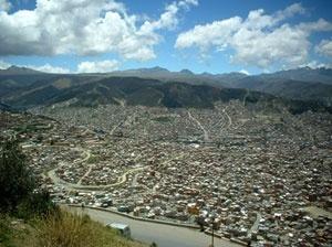 O modo como a cidade de La Paz, Bolívia, e outras tantas similares, tem sido construída implica na impossibilidade de alterações positivas futura<br />Foto do autor