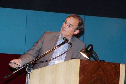 Barry Bergdoll, dos Estados Unidos, apresentou a conferência Marcel Breuer and the Invention of Heavy Lightness, no auditório Maria Montessori<br />Foto Michelle Schneider