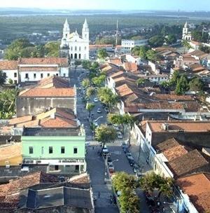 Figura 5: Avenida General Osório, vendo-se ao fundo a Basílica de Nossa Senhora das Neves <br />Foto Paulo Falconi, 2007