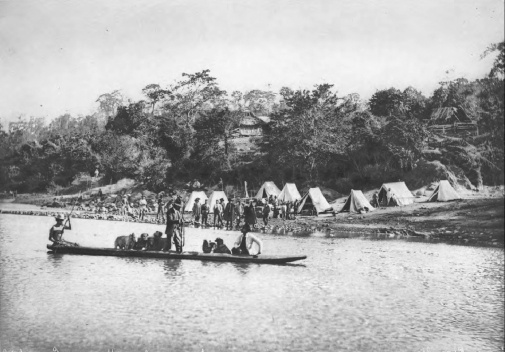 O acampamento da Comissão Cruls na margem do rio Parnaíba 1892‐93 [Relatório da Commissão  ao Ministro da Industria, Viação e Obras Públicas. Op. cit.]