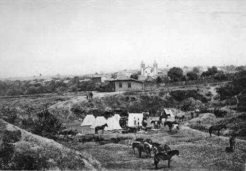 O acampamento da Comissão Cruls perto da cidade de Santa Luzia 1892‐93 [Relatório da Commissão  ao Ministro da Industria, Viação e Obras Públicas. Op. cit.]