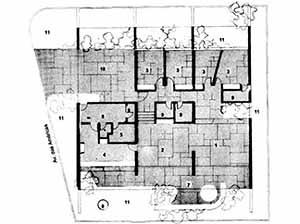 Planta da Residência Milton Sabag, arquiteto Miguel Juliano, 1972. Na área dos dormitórios foi criado um elemento paisagístico que impede a passagem do ruído da rua [Revista Casa & Jardim, nº 254, 1976, p. 30.]