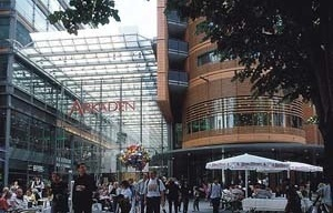 Arkaden Shopping Gallery, Potsdamer Platz. Foto Gianni Bere [Renzo Piano Building Workshop]