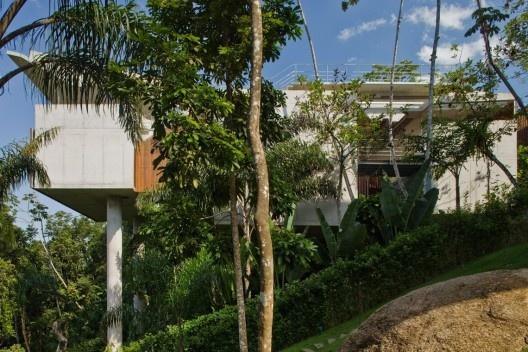 Casa Ubatuba, 2005-2006. Arquiteto Angelo Bucci / SPBR Arquitetos<br />Foto Nelson Kon