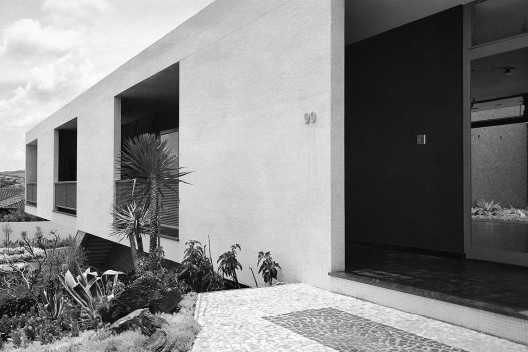Residência Spartaco Vial, Sorocaba, 1956. Arquiteto David Libeskind<br />Foto José Moscardi  [BRASIL, Luciana. David Libeskind, Romano Guerra/Edusp]