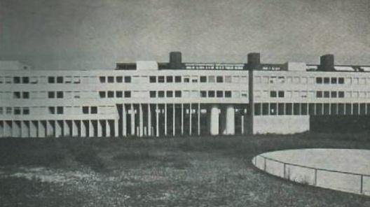 Figura 1: Conjunto Habitacional Gallaratese (1969-1973), Milão - Itália. Aldo Rossi.  [Revista AU, 1987]