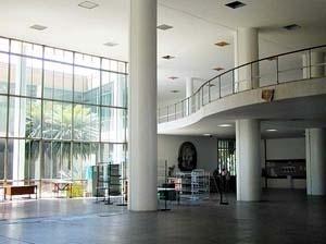 FAU-UFRJ, hall principal e mezanino<br />Foto Butikofer & de Oliveira