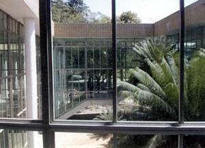 FAU-UFRJ, pátio e hall principal<br />Foto Butikofer & de Oliveira
