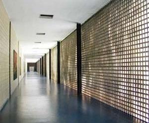FAU-UFRJ, corredor, pavimento térreo<br />Foto Butikofer & de Oliveira