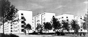 "Palanti, Albini e Camus – Conjunto habitacional Ifacp ""Fabio Filzi"", Milão, projeto de 1933 e construção entre 1936-7 [CIUCCI, G. e DAL CO, F. Architettura italiana del' 900. Milão: Electa.1990]"