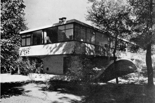 Vista externa de la casa [Revista Nuestra Arquitectura N8, agosto 1947]