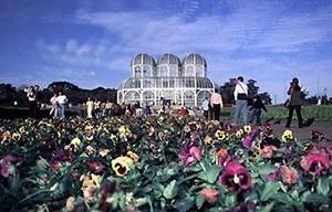 Jardim Botânico, com Ópera de Arame ao fundo, plano de bosques da década de 90, Curitiba [IPPUC]