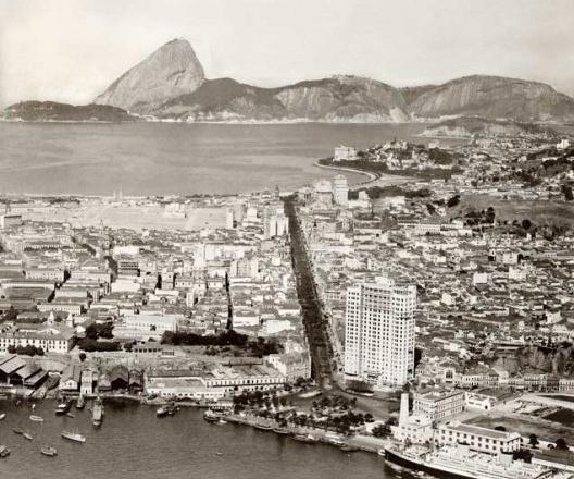 Praça Mauá, Edifício A Noite e Avenida Rio Branco, Rio de Janeiro, c.1929<br />Foto divulgação