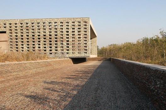 Casa de Cerâmica, Jinhua, China, 2003-2006. Arquiteto Wang Shu<br />Foto Lv Hengzhong  [Pritzker Prize]