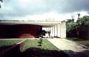 Fig. 1: Casa Otacílio Campos, projeto de Acácio Gil Borsoi (1966), em João Pessoa: Amaral, 2004 [cedida pela autora]