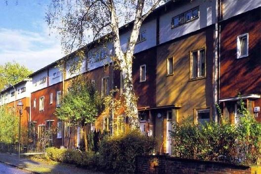 Casas Zehlendorf (Tipo II). Bruno Taut – Berlim, 1929-1932. Semelhanças com o Conjunto da Hípica: predominância da horizontalidade e jardins frontais [BINNEY, Marcus. Op. cit.]