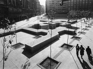 Monumento a los Fueros, 1980, Eduardo Chillida e Peña Ganchegui. Plaza de los Fueros, Vitoria, Espanha<br />Fonte: Website de Eduardo Chillida