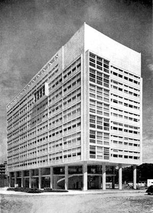 Instituto de Resseguros do Brasil, Rio de Janeiro, MMM Roberto, 1938-40 [Arquitetura Moderna no Brasil, Henrique E. Mindlin, p. 224]