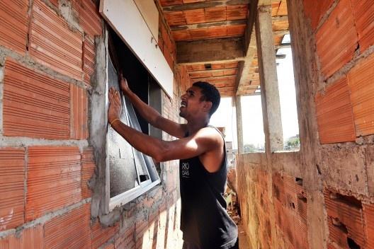 Construção na Favela do Metrô, Mangueira, 2013<br />Foto Tânia Rêgo  [Agência Brasil]