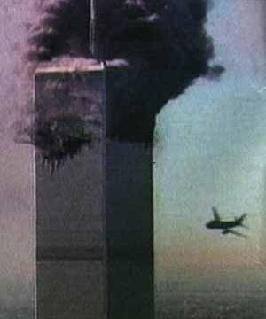 O segundo avião prestes a se chocar à outra torre do WTC