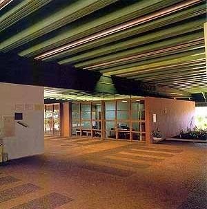 Escritório distrital da CESP, Limeira SP<br />Foto Nelson Kon  [Arquitetura na CESP – Companhia Energética de São Paulo, Nina Maria Jamra Tsukumo (org), S]