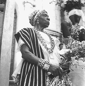 """Marcel Gautherot, """"Ritual. Lavagem das escadarias. Igreja Nosso Senhor do Bonfim"""", fotografia, 1950 [Acervo Instituto Moreira Sales]"""