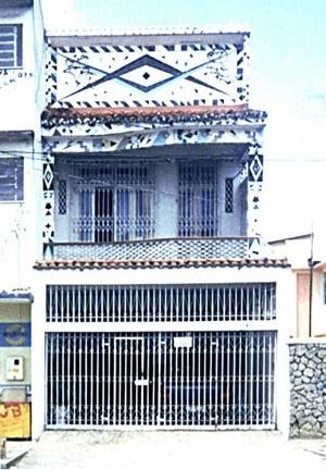 """Casa """"Raio que o parta"""" [MIRANDA, Cybelle, 1999]"""