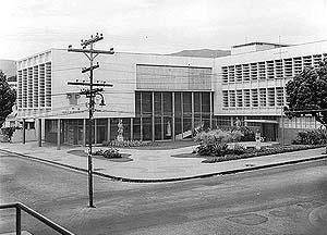 Vista da Escola de Arquitetura da UFMG. <br />Foto-Documentação Sylvio de Vasconcellos, década de 1950
