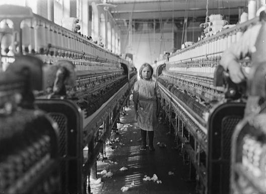 Trabalhadora infantil em uma fábrica têxtil da Carolina do Sul, em 1908<br />Foto Lewis Hine  [Acervo Library of Congress]