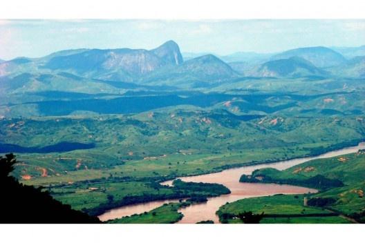 Vale do Rio Doce, Minas Gerais<br />Foto Luciano cta, 2008  [Wikimedia Commons]