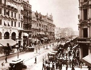 Fotografia da Avenida Central no Rio de Janeiro, aberta pelo plano de Pereira Passos no ano de 1910