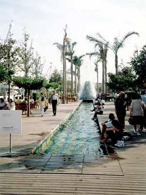 Espaços Abertos públicos da exposição: de acordo com o tema da exposição, água como elemento lúdico principal<br />Foto do autor
