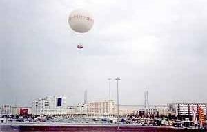 Parte de uma área habitacional do Parque das Nações já edificada quando da realização do evento, com a Ponte Vasco da Gama ao fundo<br />Foto do autor