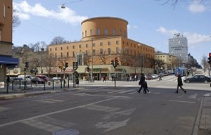 "Vista rua Odengatan: Biblioteca e, ao fundo, os ""anexos"""