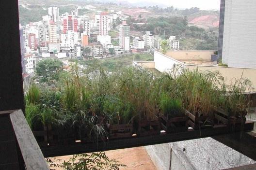 """""""Amnésias Topográficas"""", instalação teatral, Belo Horizonte, 2004-2005. Arquitetos Carlos Teixeira e Louize Ganz"""