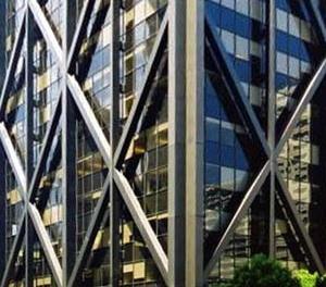 """Edifício Alcoa Building, por Skidmore, Owings and Merrill, contraventado em """"X"""" [Structurae, 2004]"""